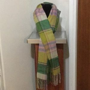 NWOT Double sided green scarf.